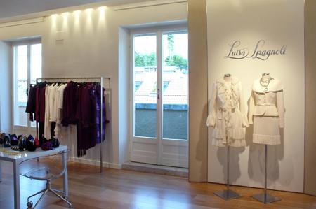 Luisa Spagnoli  nuovo showroom a Milano. 2009 aa5baf9bb3f