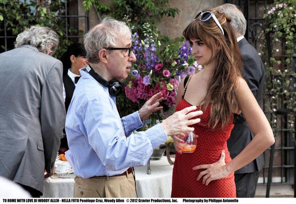 Woody Allen con Penelope Cruz sul set, foto stampa