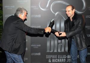 Roberto scherza con il figlio Tommaso Cavalli, foto stampa