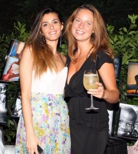 Vanessa Contini con un'amica, foto stampa