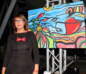 Cristina Turati con un'opera, foto stampa