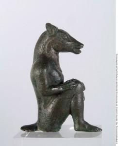 Statuetta di demone con testa di cane, foto stampa