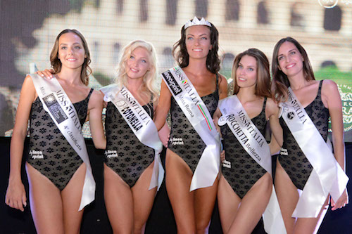 Claudia Guidi insieme ad altre Miss elette, foto stampa