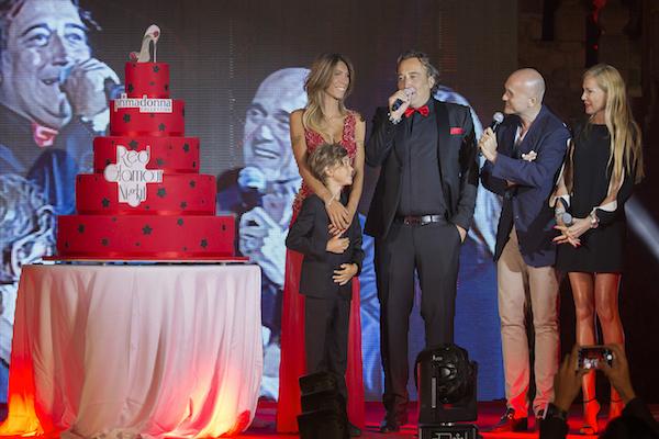 Valerio Tatarella e sua moglie Domy De Fano sul palco con i conduttori, foto stampa