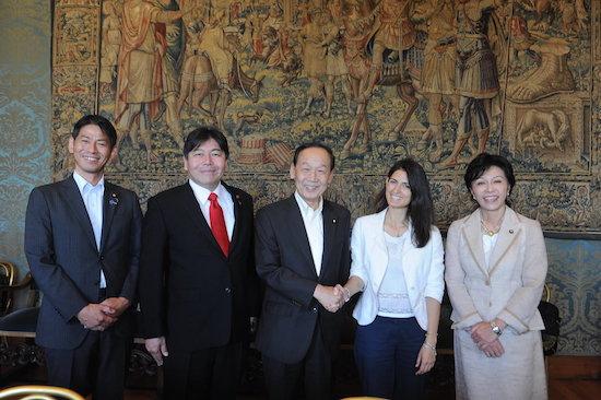 La delegazione con il Sindaco Raggi, foto stampa