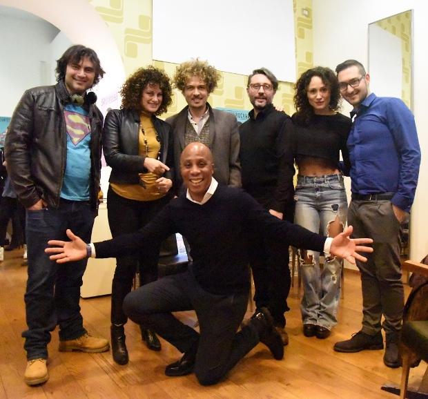 Anna Vinci, Philippe Boa, Francesco Colangelo, Vito Loprete e alcuni attori del cast, foto stampa