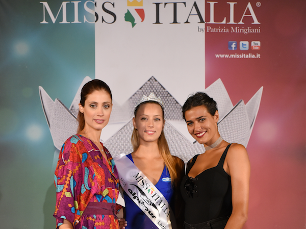 Maria Malandrucco tra Margherita Praticò e Miss Italia 2016 Alice Sabatini, foto di Valerio Cosmi