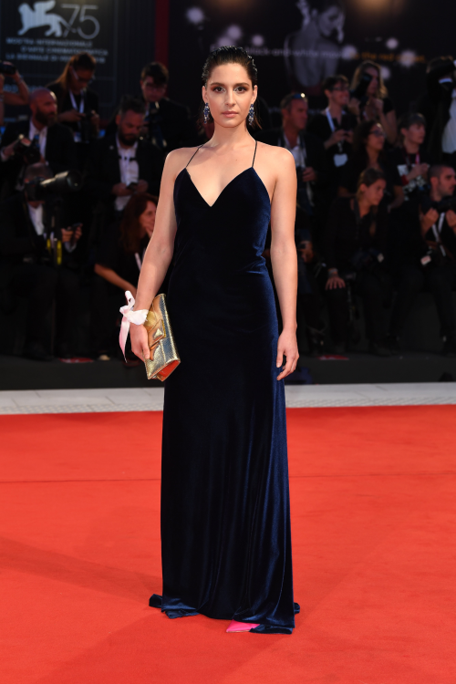 Beatrice Arnera in Atelier Emé sul Red Carpet di Venezia